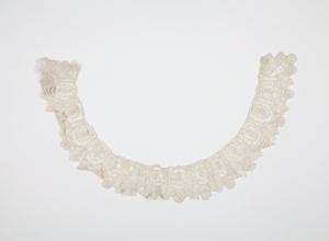 Image of Lace collar-flat cream, small repeat pattern, Brussels rose point or point de Gaze